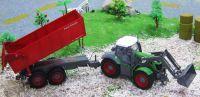 Traktor se lžící a návěsem